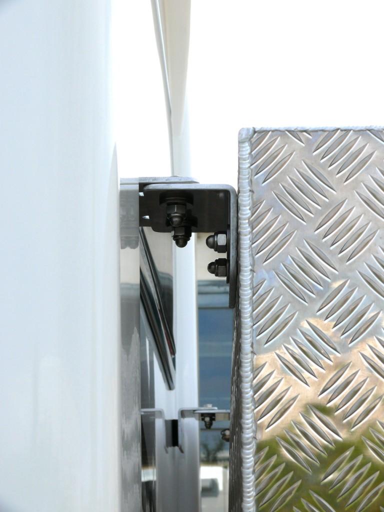 Heckbox sicher am Fahrzeug montiert