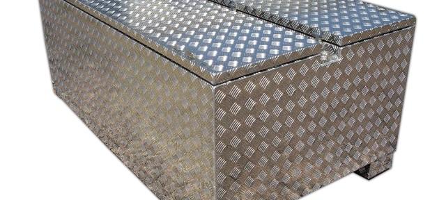 Toolbox aus Aluminium Riffelblech mit 2 Deckelöffnungen