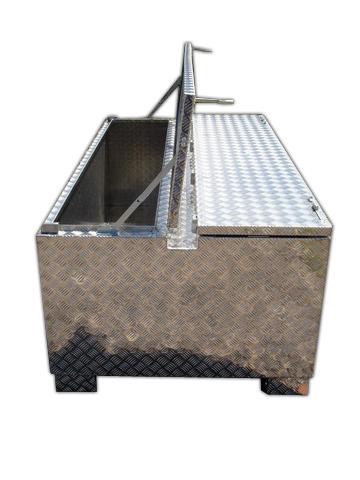 fl gelt r werkzeugkiste aus riffelblech brossbox. Black Bedroom Furniture Sets. Home Design Ideas