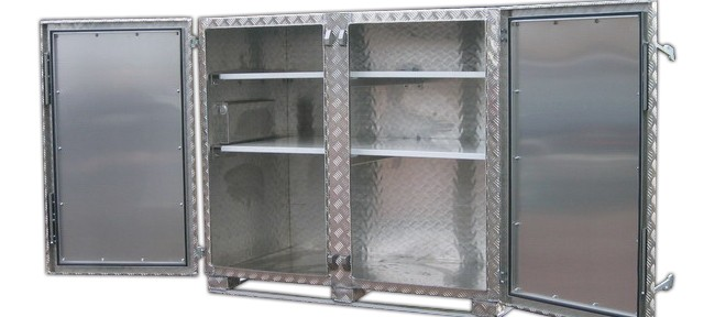lange alubox mit spezial deckel. Black Bedroom Furniture Sets. Home Design Ideas