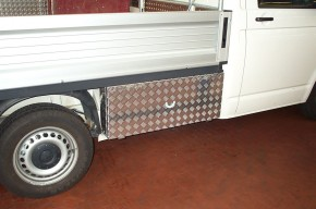 VW T5 Eka Unterflurbox, kurzer Radstand (3000 mm), Fahrtrichtung rechts