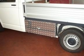 VW T5 Eka Unterflurbox, kurzer Radstand (3000 mm), Fahrtrichtung links