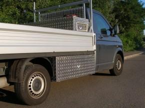VW T5 DoKa Unterflurbox, langer Radstand ( 3400 mm), Fahrtrichtung rechts